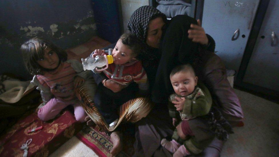 عائلة سورية فارة من شرق حلب