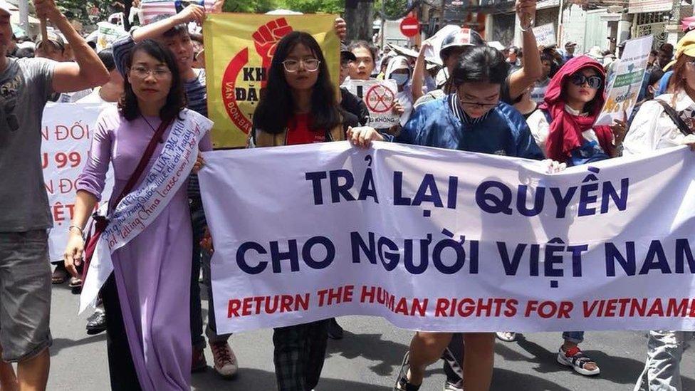 Suy ngẫm về biểu tình ở Việt Nam: Đâu là gốc? - BBC News Tiếng Việt