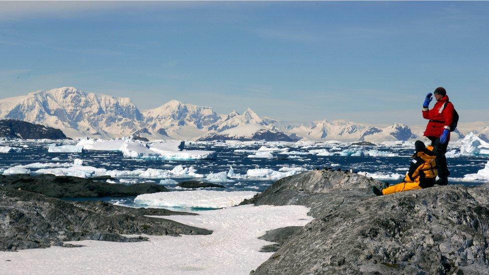 La mayoría de turistas llega a la Antártida en barco, desde Ushuaia, Argentina.
