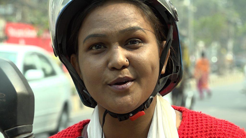 নারী রাইড শেয়ার চালক শাহনাজের জীবন যেভাবে বদলে গেছে