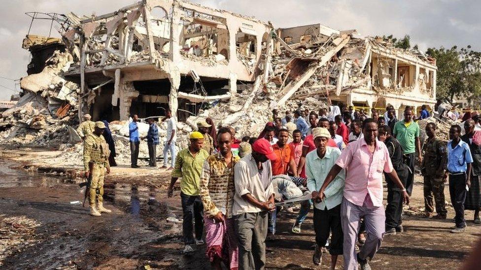 El ataque del sábado, que dejó unos 276 muertos, ocurrió cuando explotó una bomba en un camión frente a un hotel en la capital Mogadiscio.