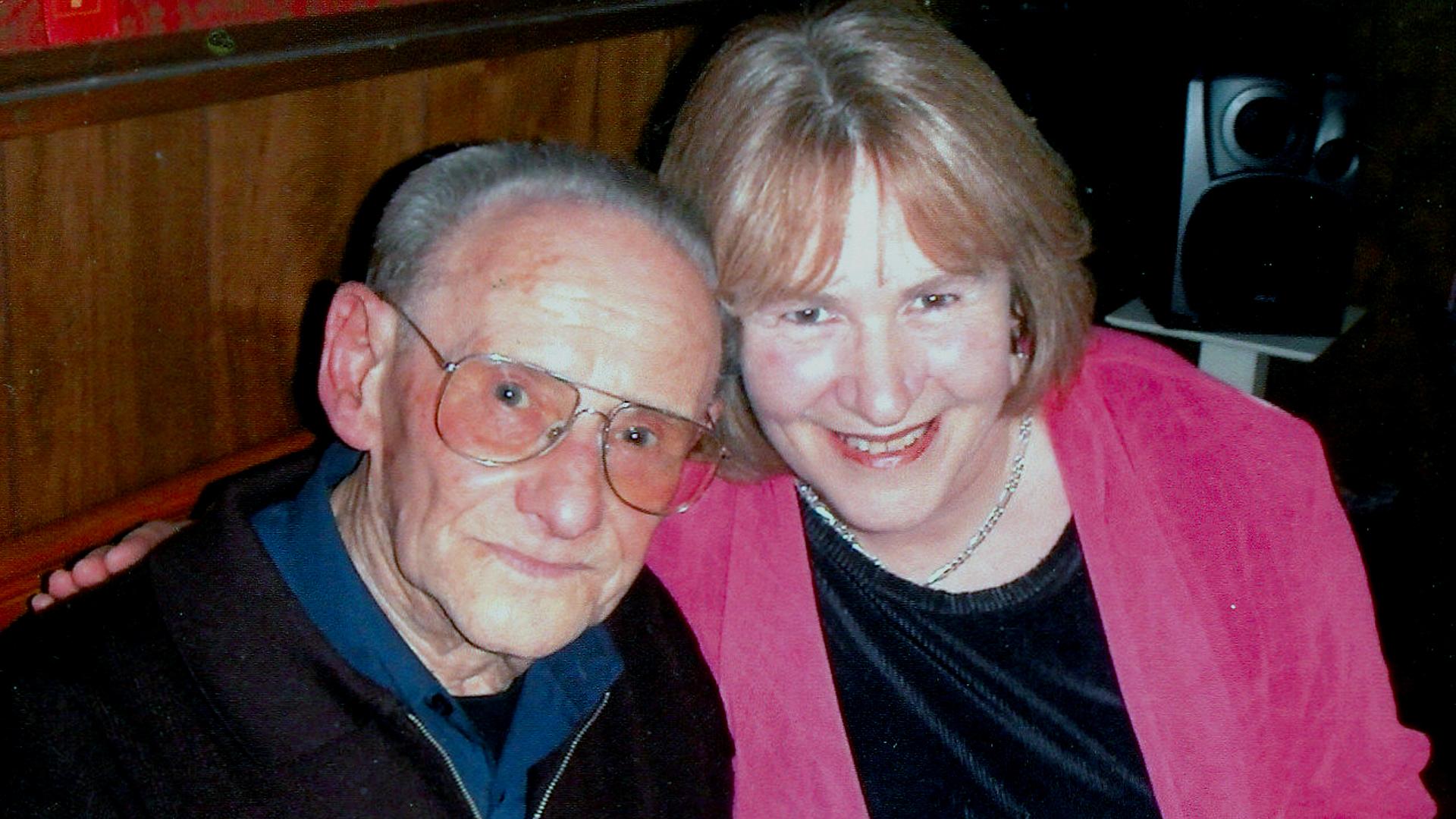 Lale Sokolov con la escritora Heather Morris (Foto: Heather Morris/Familia Sokolov).