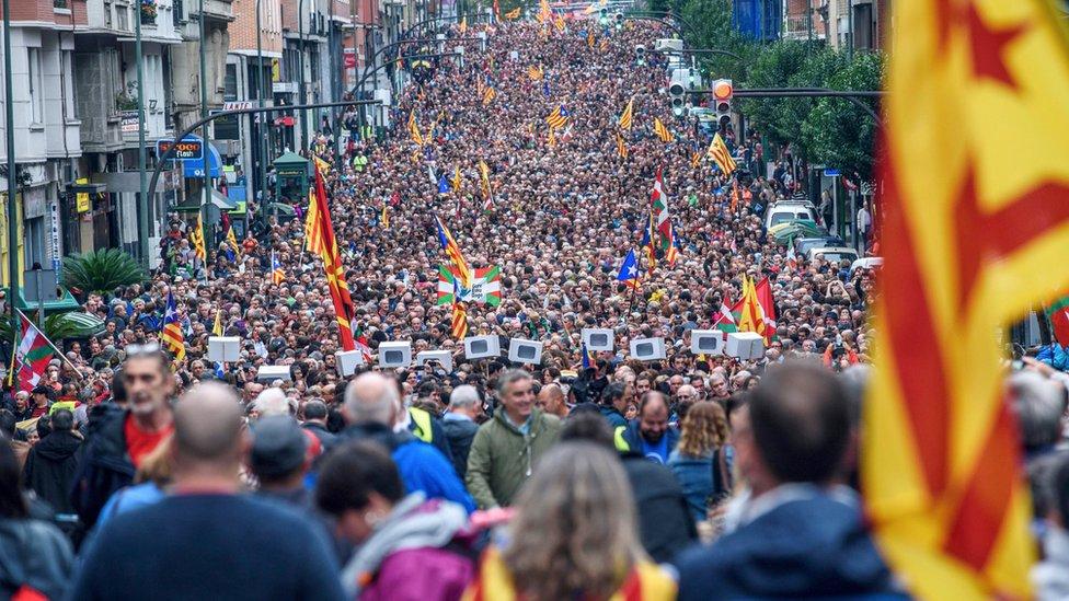 Las manifestaciones en el País Vasco a favor de la independencia catalana fueron multitudinarias.