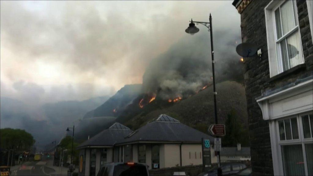 Blaenau Ffestiniog mountain fire: Homes evacuated by blaze