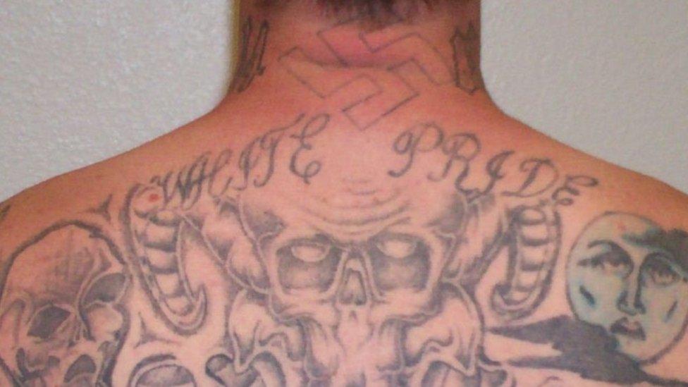 Espalda de Kent tatuada.