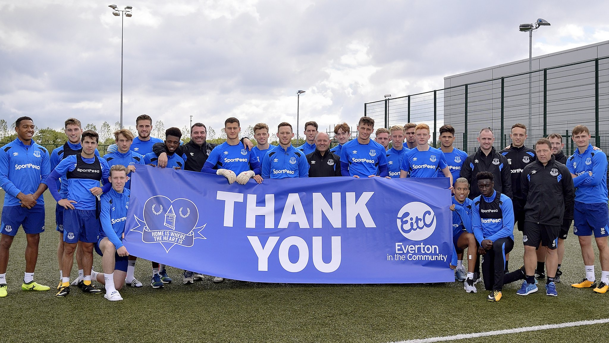 <![CDATA[Everton's under-23 squad help buy house for homeless]]>