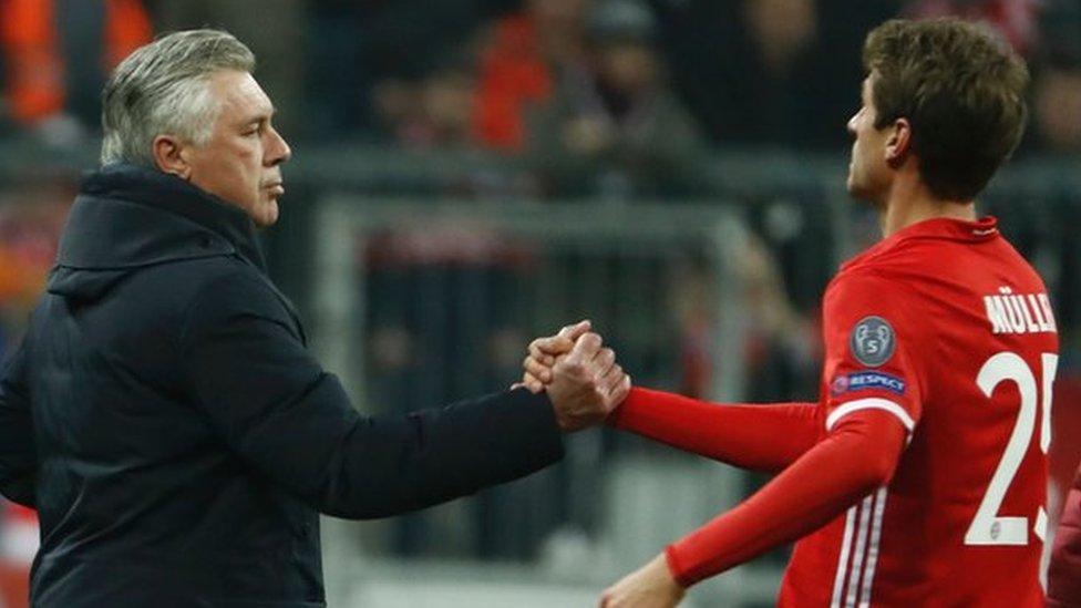 Carlo Ancelotti (left) and Thomas Muller