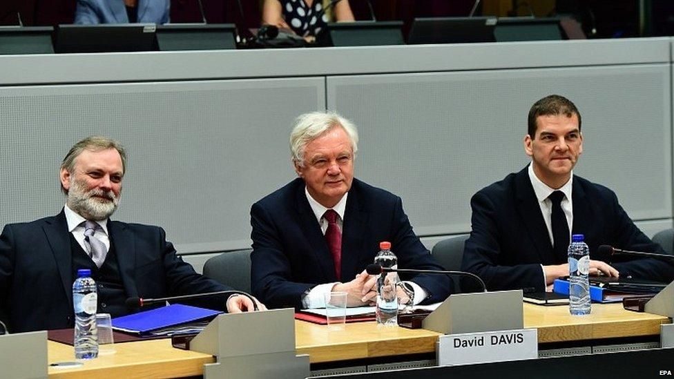 قال ديفيد ديفز، وزير شؤون خروج بريطانيا من الاتحاد الأوروبي، إنه عازم على بناء
