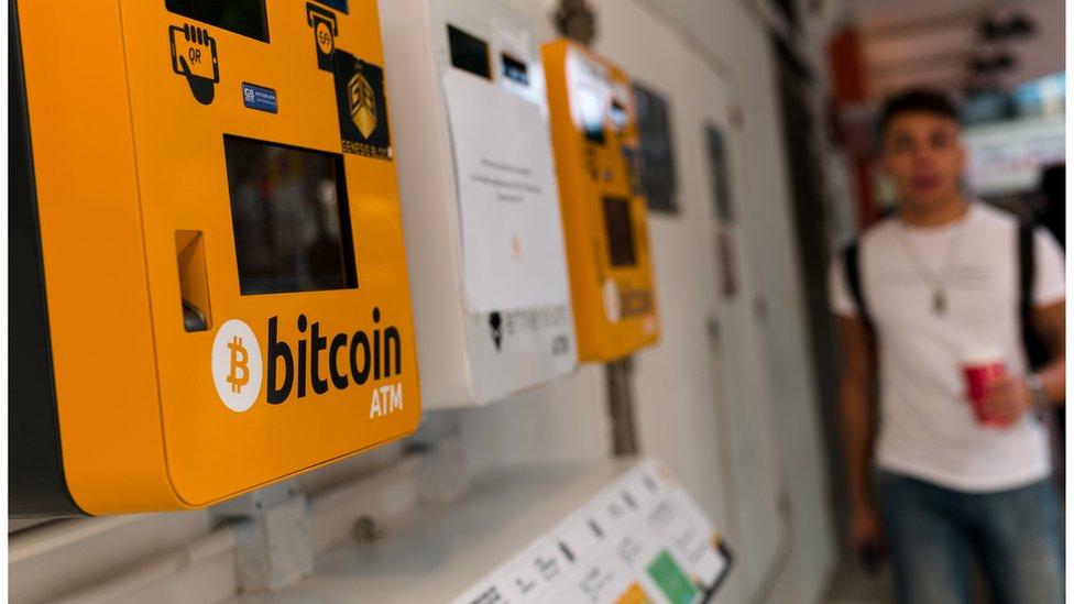 Originalmente se pensaba que el bitcoin se iba a emplear para realizar pagos, pero cada vez ocurre menos.