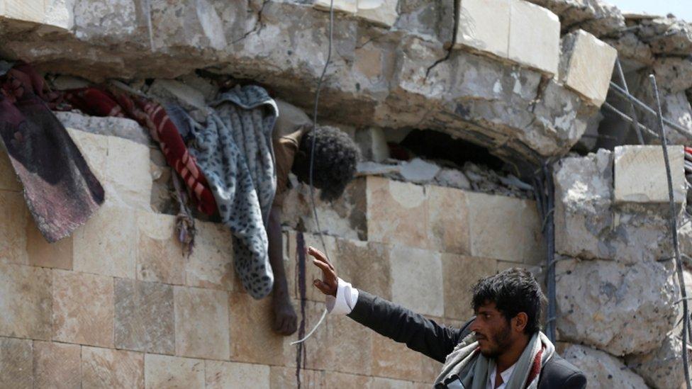 مقتل أكثر من 30 شخصا في غارة جوية على صنعاء