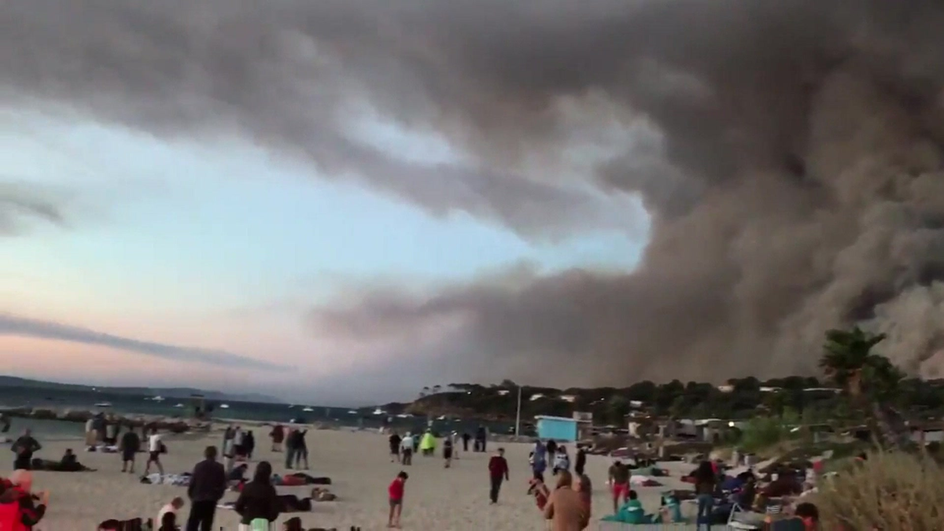 France wildfires force mass evacuation
