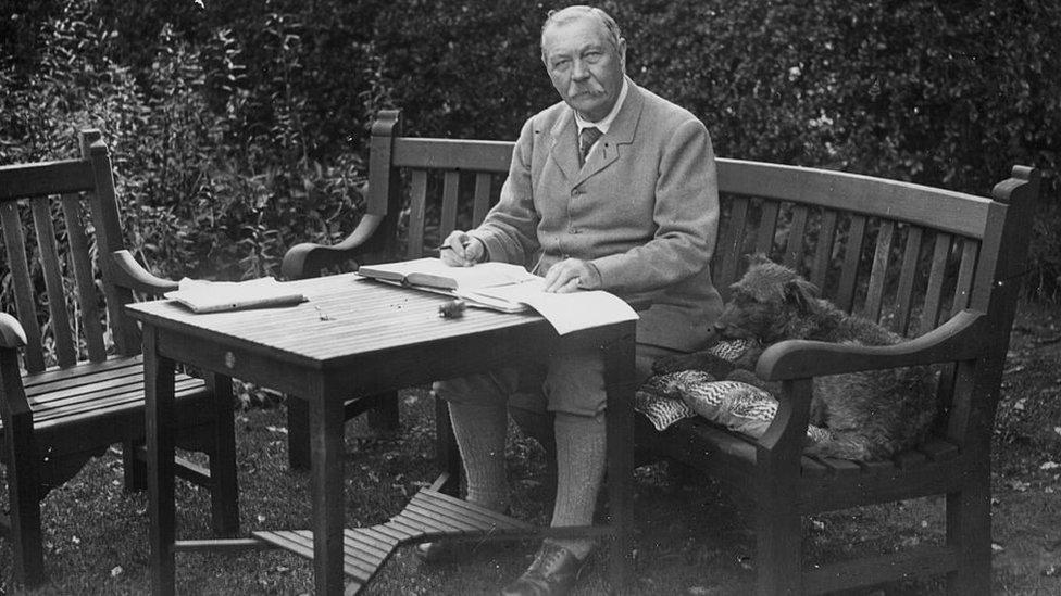 Артур Конан Дойль. 10 фактов о писателе, враче, журналисте и его героях
