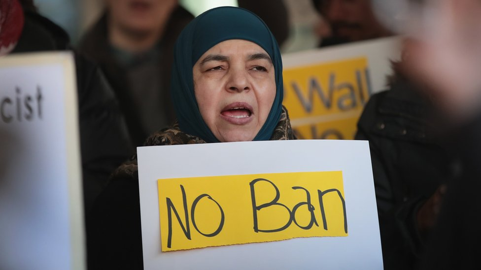 Trump pide a Corte Suprema reponer decreto migratorio