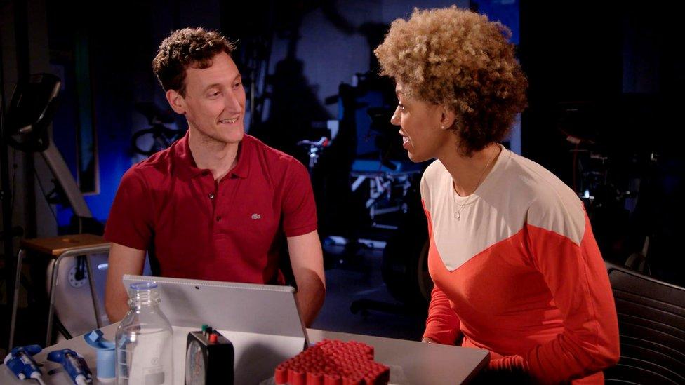 El doctor Matt Cocks (izquierda) y la doctora Zoe Williams.