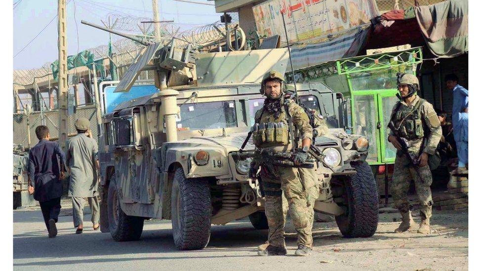 افغان پوځ: کندوز کې ۳۰۰ وسله وال طالبان وژل شوي