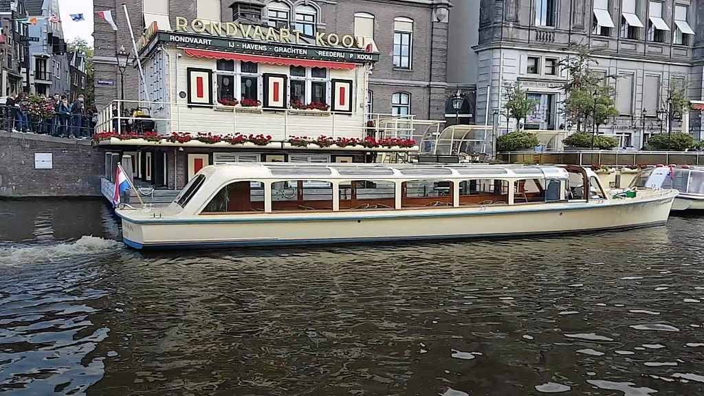 Amsterdam's canal boats go electric