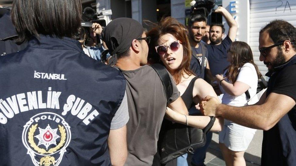 Turkey LGBT: Police stifle Istanbul Gay Pride rally