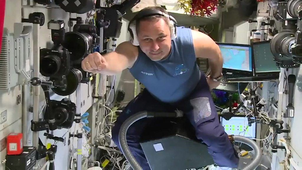 ISS cosmonaut does 'test flight' on a vacuum cleaner