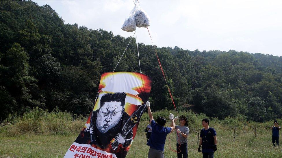 Un globo contra el líder norcoreano Kim Jong