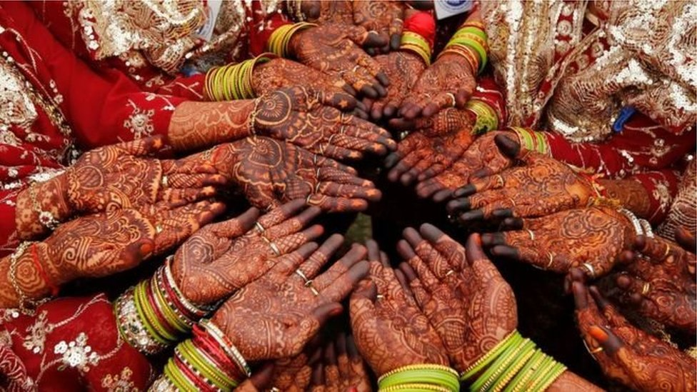 ভারতে স্বামীর নির্যাতন ঠেকাতে বিয়েতে কাঠের ব্যাট উপহার