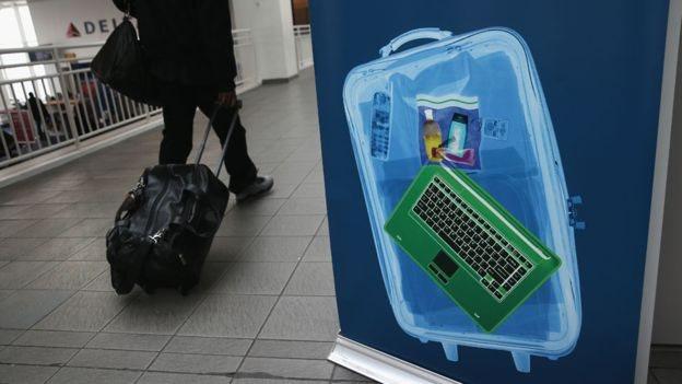 فرضت الولايات المتحدة حظر حمل الأجهزة الالكترونية الكبيرة في مارس/ آذار الماضي