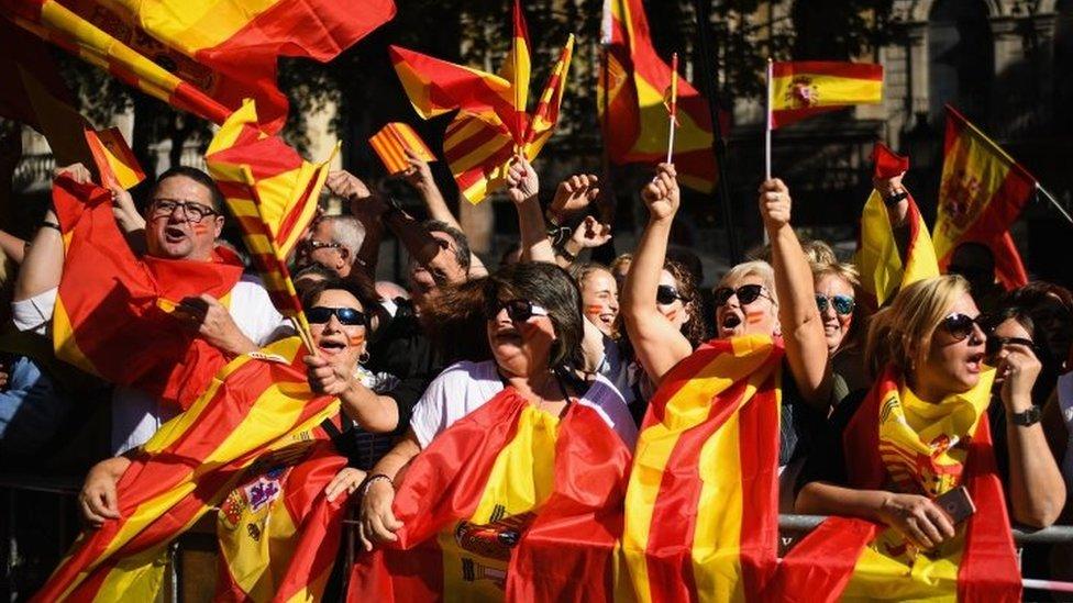متظاهرون مؤيدون للوحدة في برشلونة