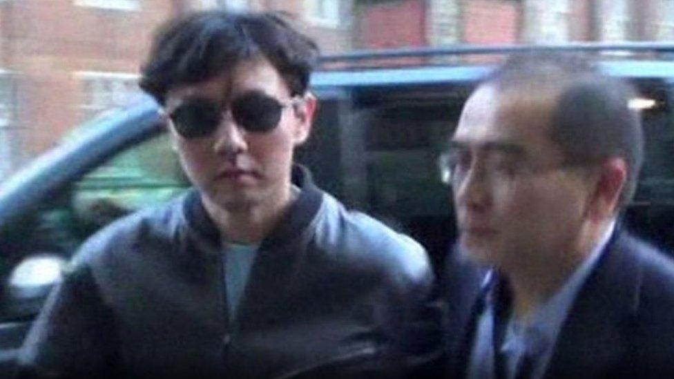 المنشق الكوري الشمالي مع شقيق الزعيم الكوري متوجهين إلى رويال ألبرت هول