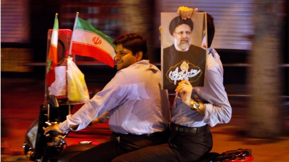المنافس الأبرز للرئيس الحالي حسن روحاني في الانتخابات