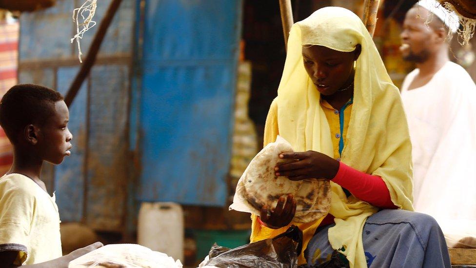 مواطنة سودانية