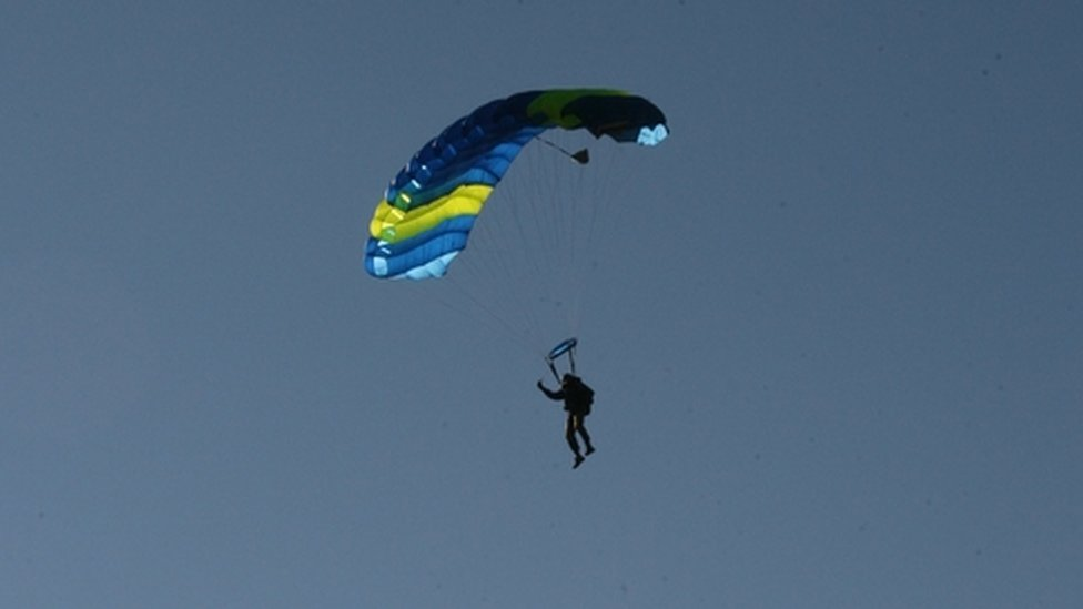 How to survive a parachute failure