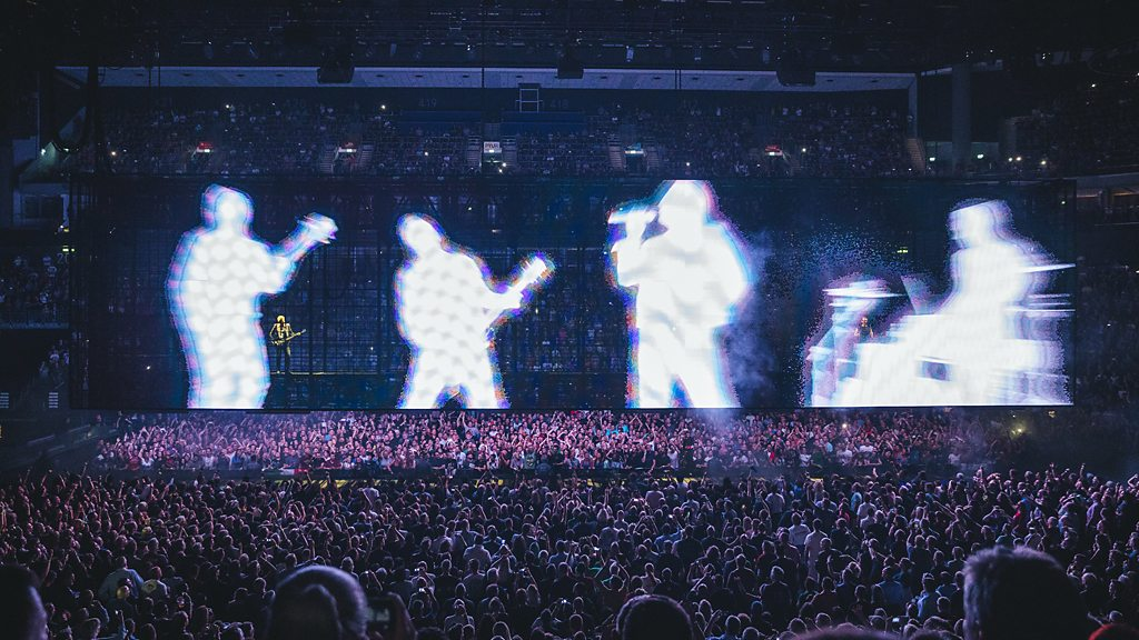 Take a tour of U2's ground-breaking stage