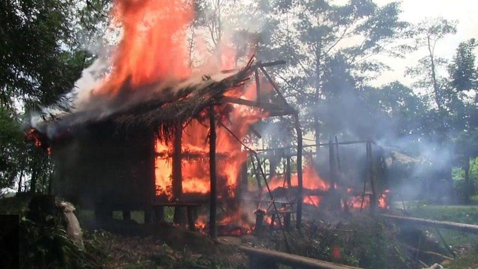 منازل مسلمي الروهينجا تتعرض للحرق في راخين