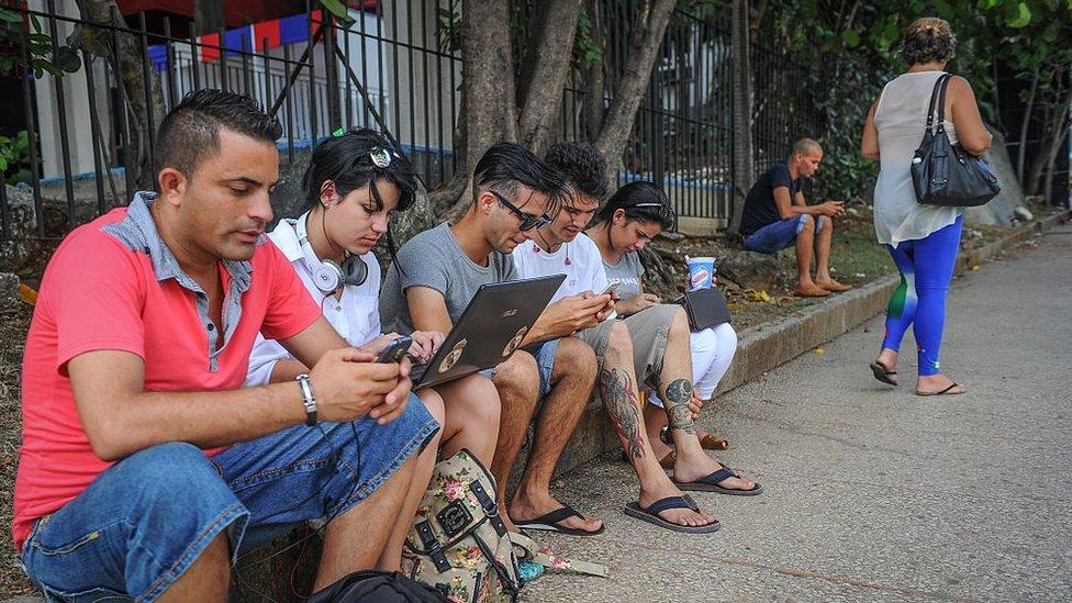 La conexión a Internet en La Habana sigue siendo cara, incómoda y accidentada.