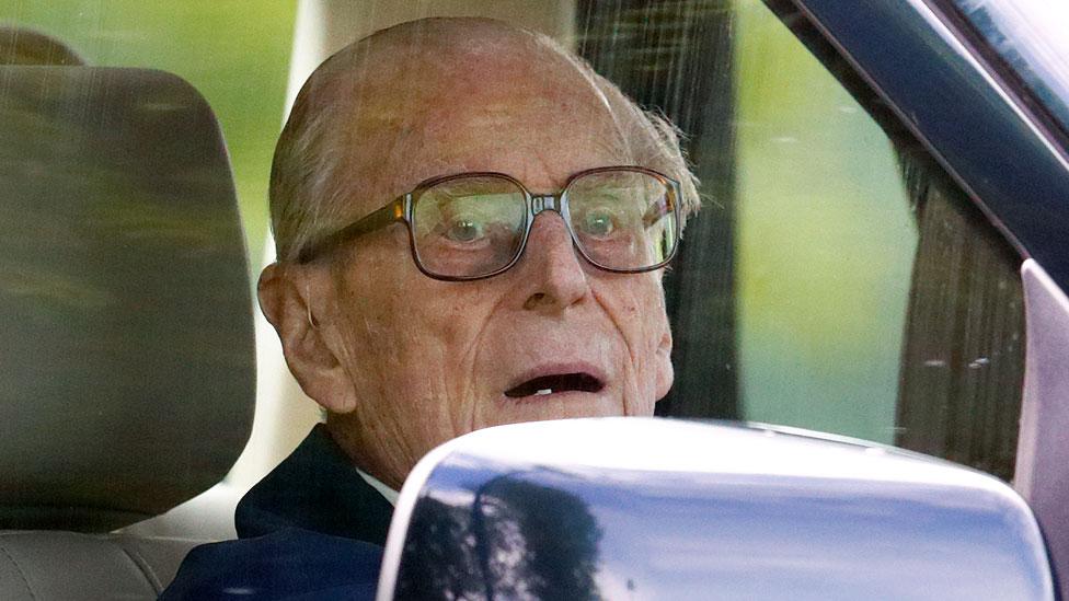 97-летний принц Филипп вновь сел за руль через два дня после аварии