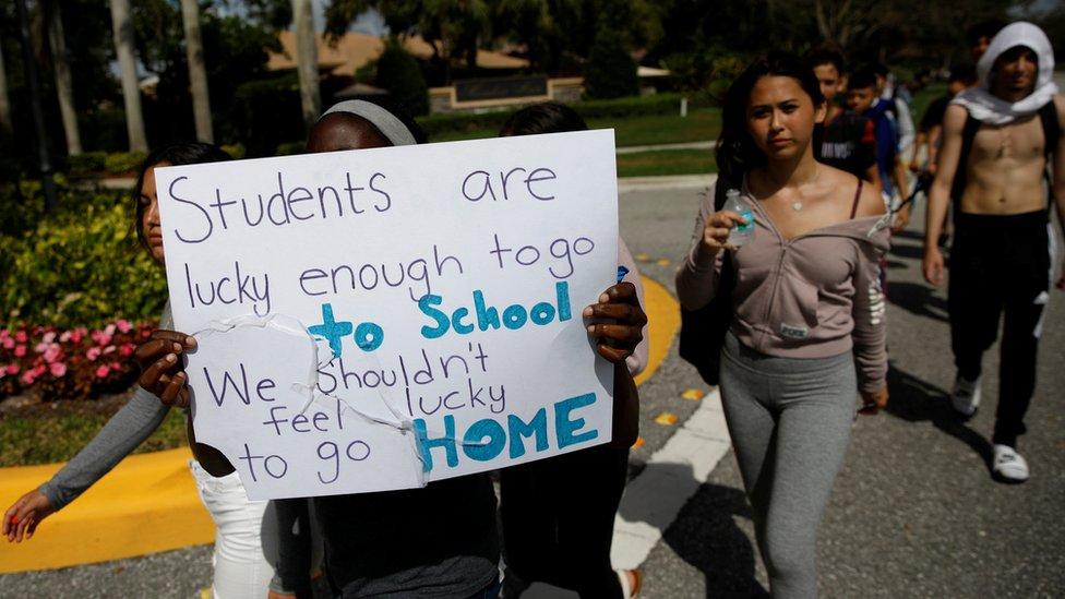 美國有學生組織遊行,要求當局加強槍械管制