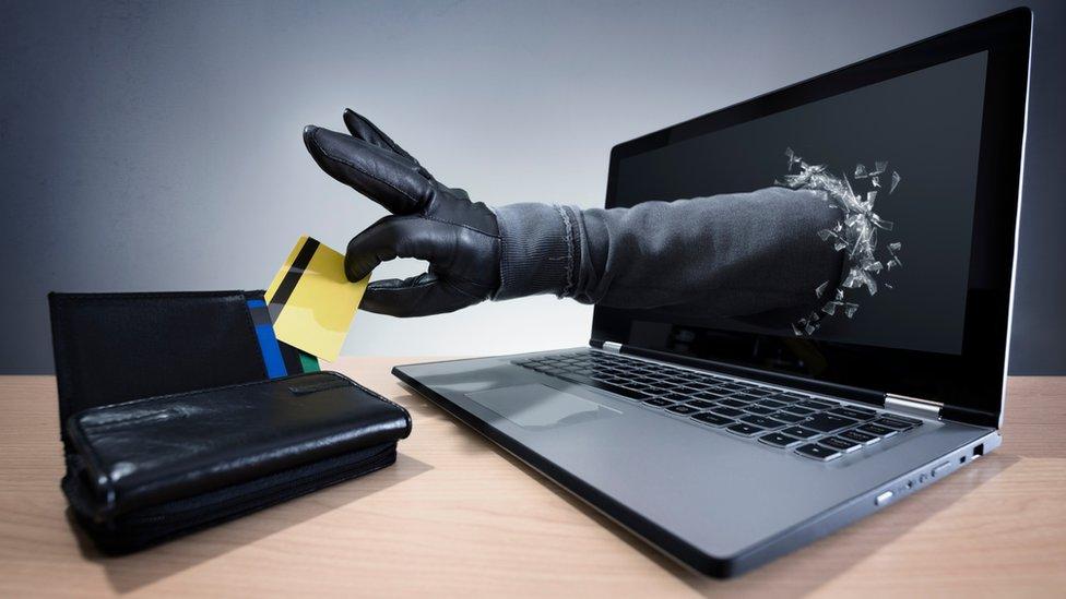 Cómo detectar las páginas web falsas que simulan ser sitios oficiales para estafar a los internautas - BBC News Mundo