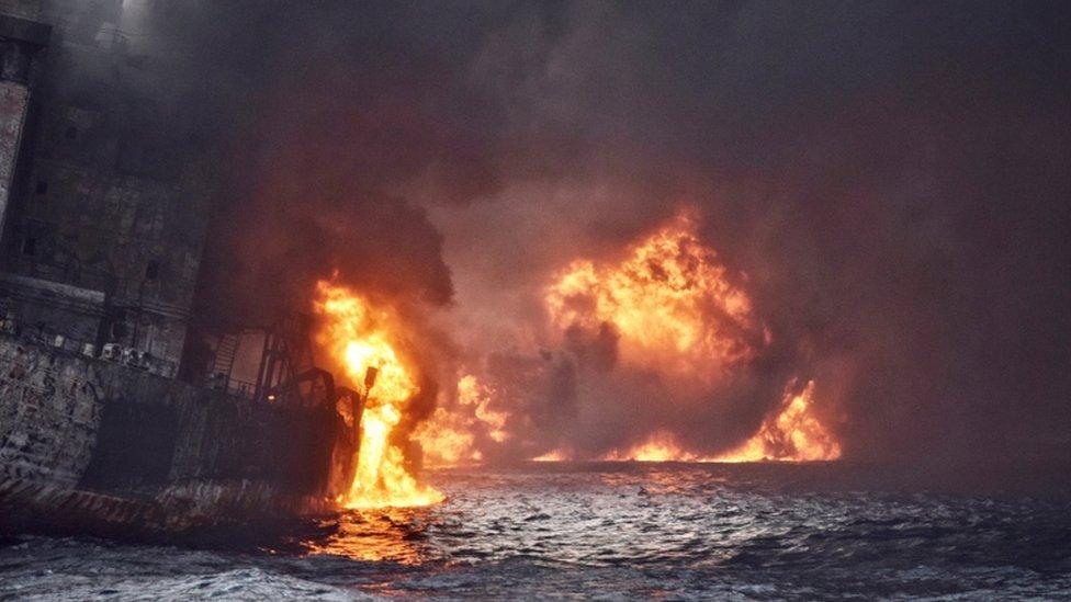 El barco llevaba ardiendo más de una semana desde que colisionó con un buque de carga en el mar de China Oriental.
