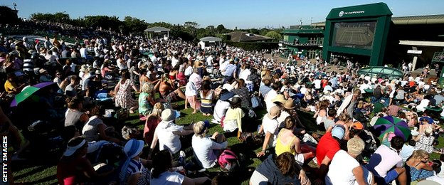 A big crowd gathered on the hill to watch Murray play his opening match of this year's tournament