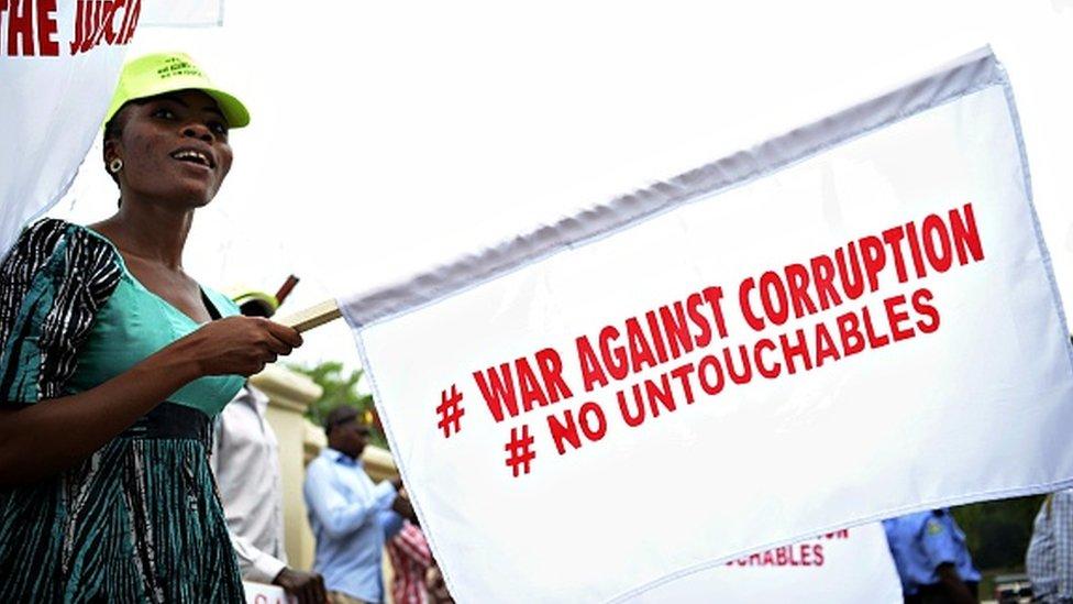 Nigeria corruption : 110 millions de dollars de pot-de-vin par an - BBC  News Afrique