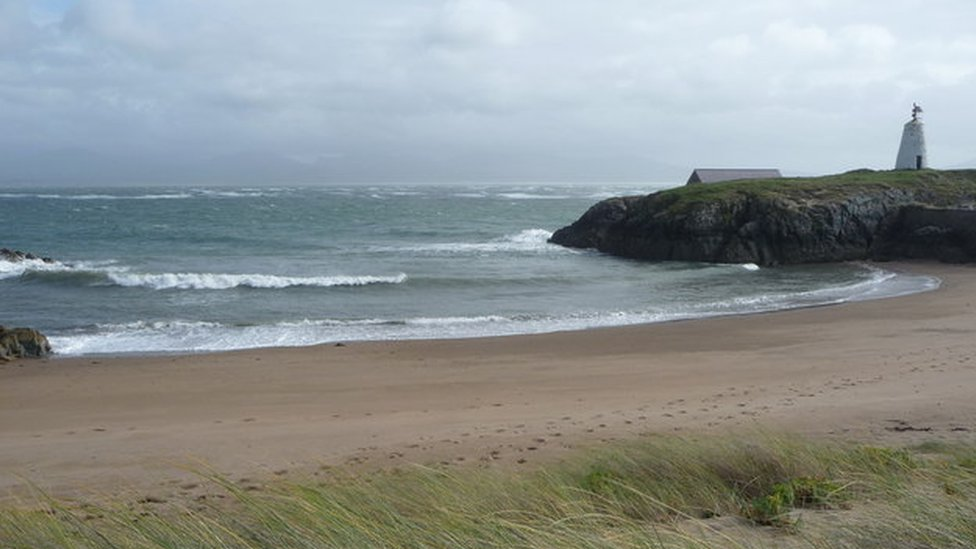 Six rescued from broken-down speedboat off Llanddwyn Island