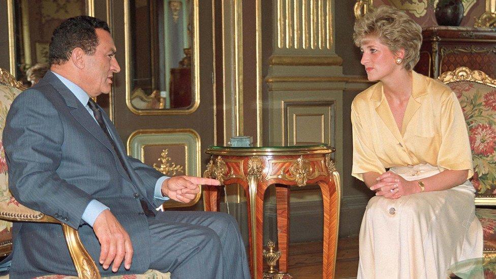 وثائق سرية: سلوك أسرة السادات وراء رفض مبارك الاتصال بالعائلة الملكية البريطانية