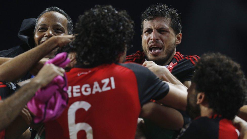 لاعبو المنتخب المصري يحتفلون بالتأهل