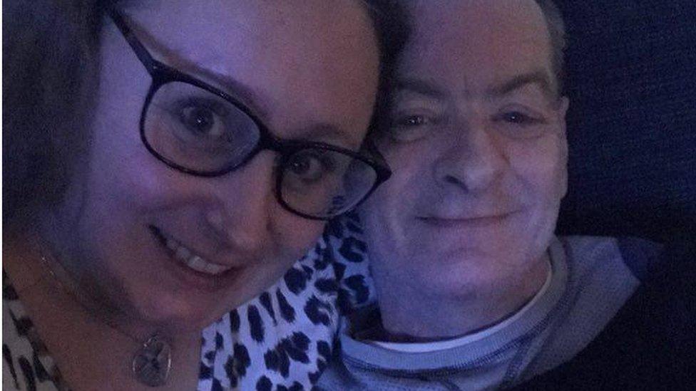 Annis Lindkvist y Jimmy Fraser.