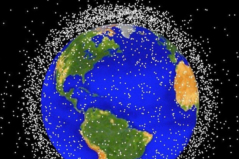 Imagen de la NASA que muestra una representación gráfica de la basura espacial en una órbita baja (Foto: NASA)