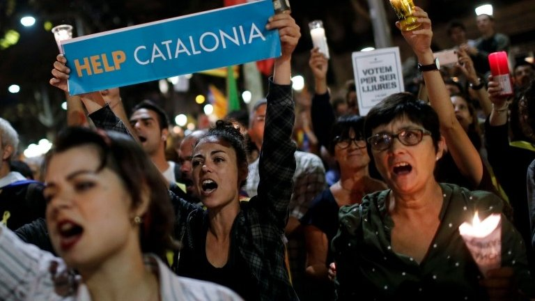 Catalonia crisis: Spain moves to suspend autonomy