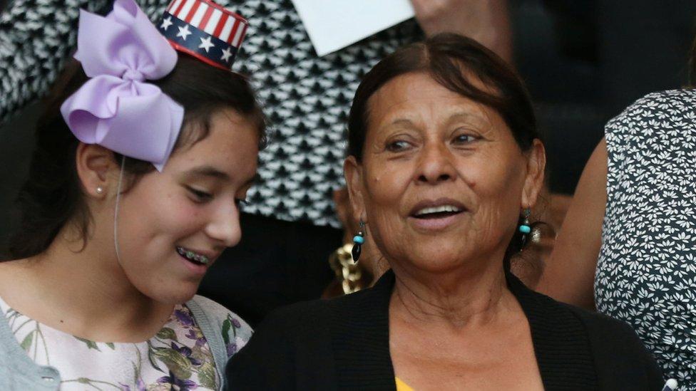 """""""Los inmigrantes no sólo vienen a mejorar su vida sino a contribuir a Estados Unidos"""" recuerda Amelia Ceja."""