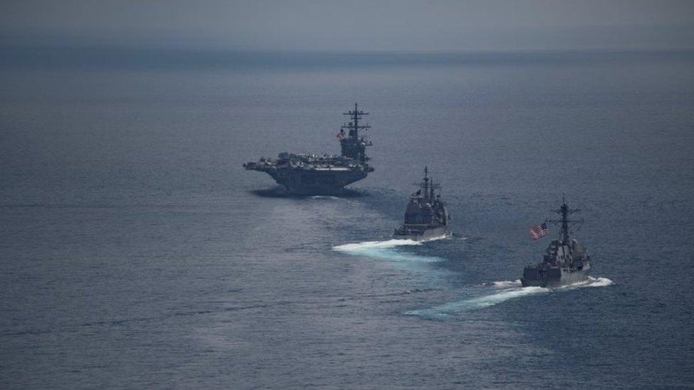 El portaaviones USS Carl Vinson y los otros buques en el Océano Índico el 14 de abril de 2017