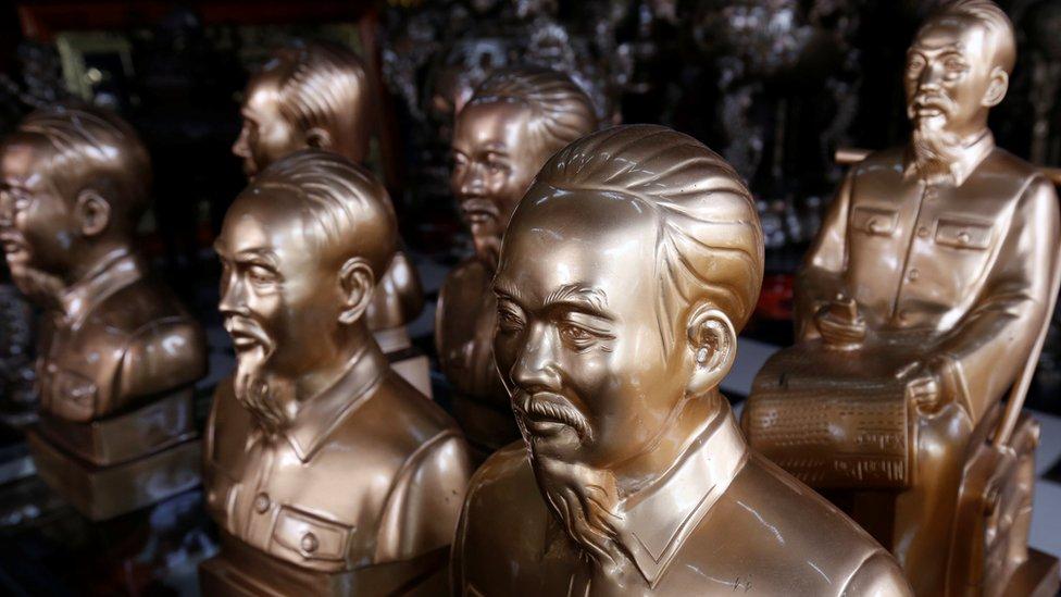 Đảng CS dựng tượng Hồ Chí Minh ở nước ngoài