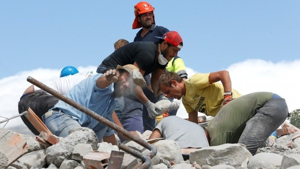 Italy earthquake: Aftershocks hamper rescue efforts