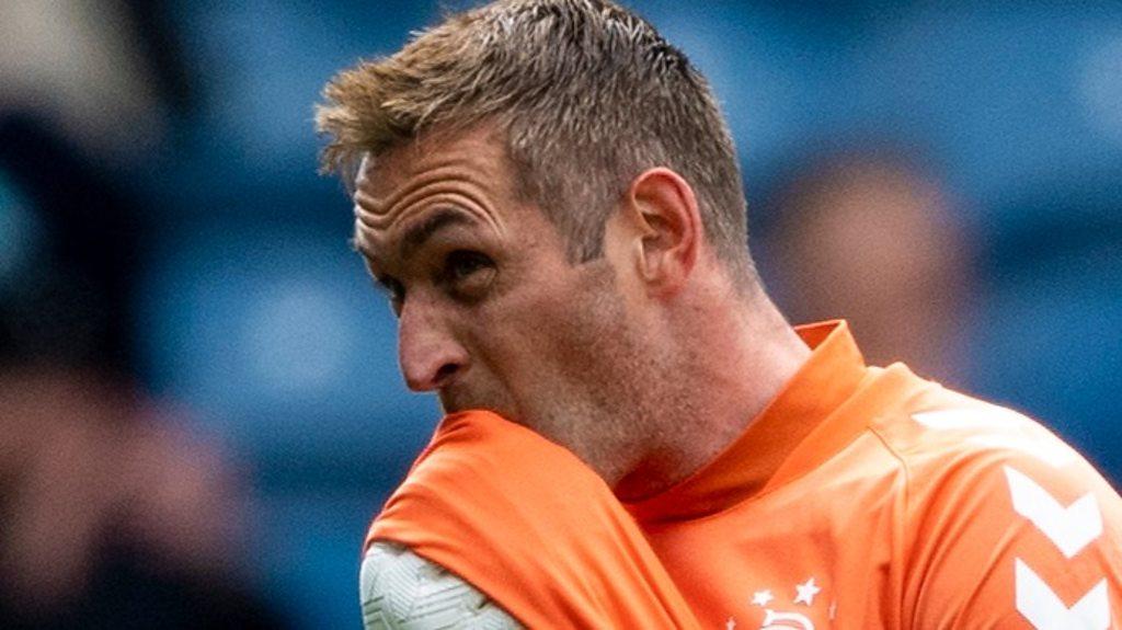 Watch: Rangers' Allan McGregor sent off for kick at Hibernian's Marc McNulty